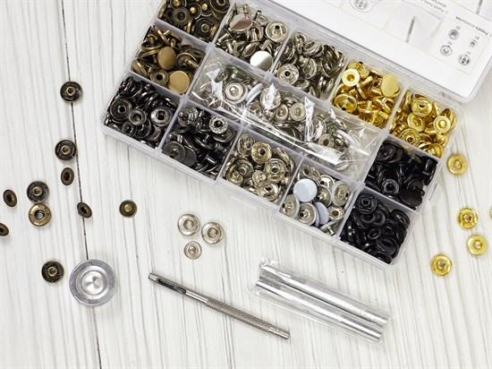 Кнопки Альфа 12,5мм - 140шт (8 цветов) + инструменты в боксе - фото 13197