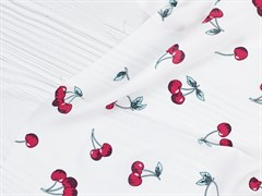 Штапель вишни на белом