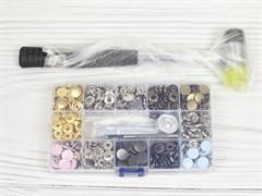 Кнопки Альфа 12,5мм 120шт (6 цветов) + инструменты в боксе + молоток - фото 13185